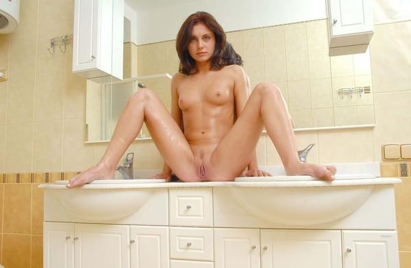 голая красавица в ванне-лк3