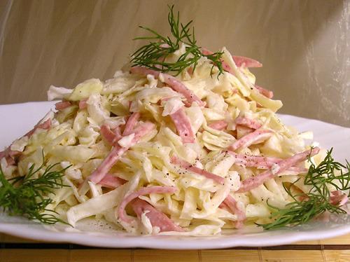 Салат из маринованной капусты и колбасы