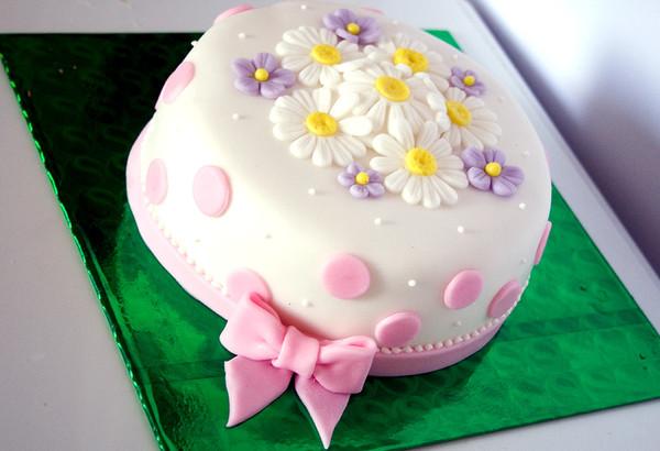 Как украсить торт из мастики в домашних условиях пошагово