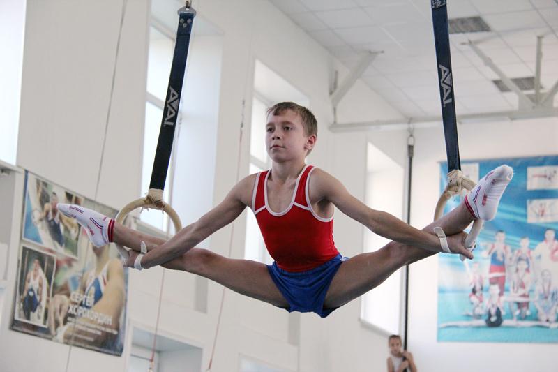 Мальчики в спортивной гимнастики