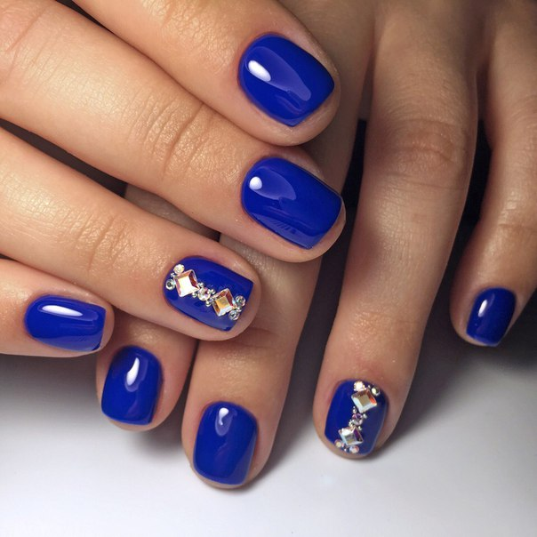 фото синий лак на ногтях