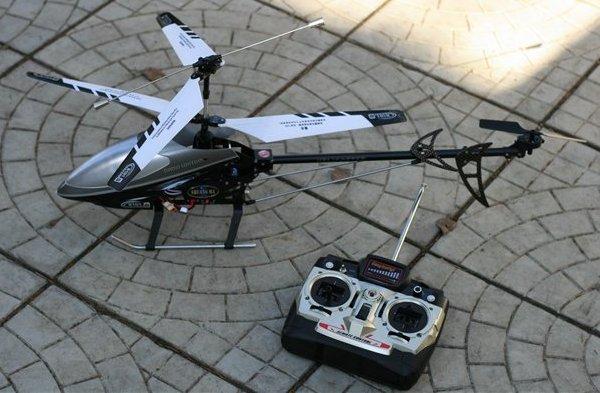 Вертолеты на пульте управления своими руками