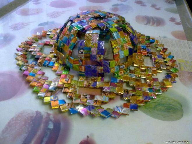 Поделки из конфетных фантиков своими руками видео
