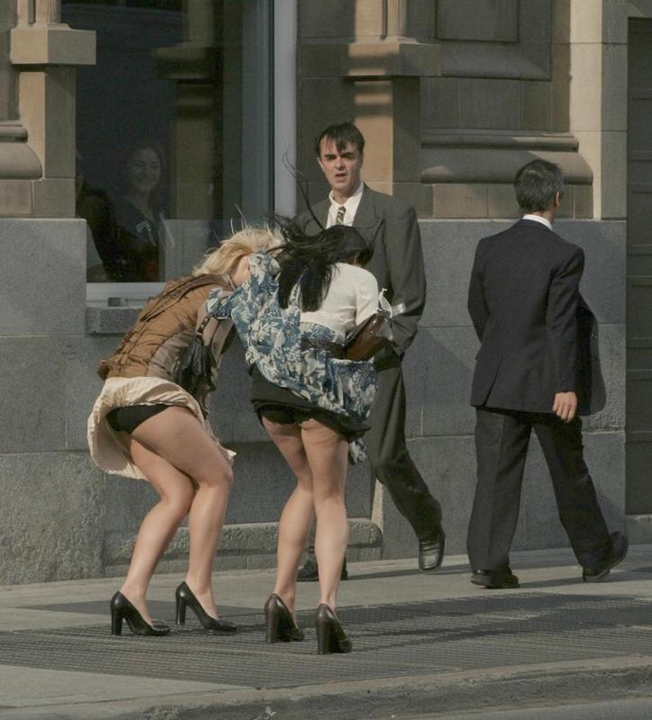 Девушки настроены гулять и откровенно шалить  53337