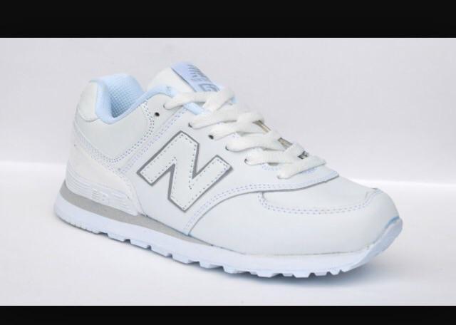 Женские кроссовки нью баланс белые