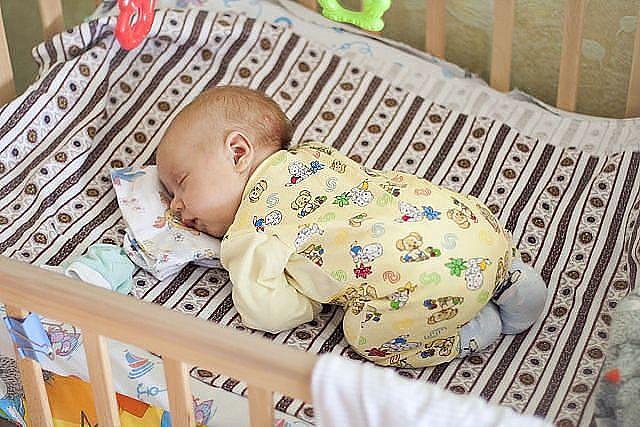 Почему ребенок в 2 месяца мало спит