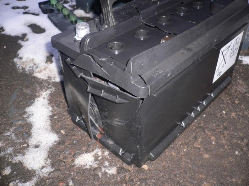 Почему взорвался аккумулятор на автомобиле
