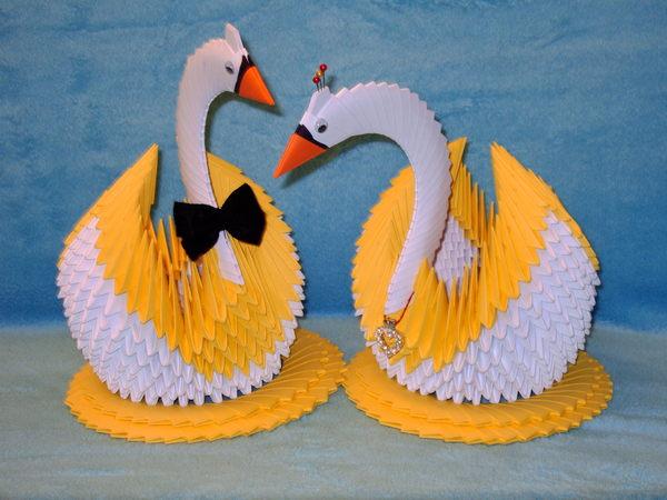 Сделать своими руками лебеди на руках из бумаги