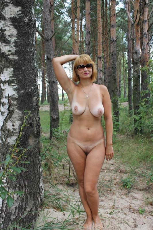 фото голых женщин бальзаковского возраста на природе