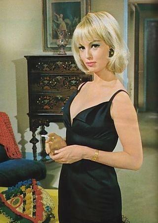 Французская актриса Милен Демонжо (Mylene Demongeot) известна главным образ