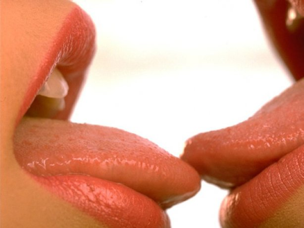 eroticheskie-potseluy-foto