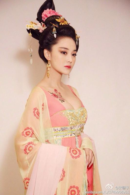 the role of women in china What role do women in china have it may depend on where they are brought up and the education they get when the woman gets married how does her life change.