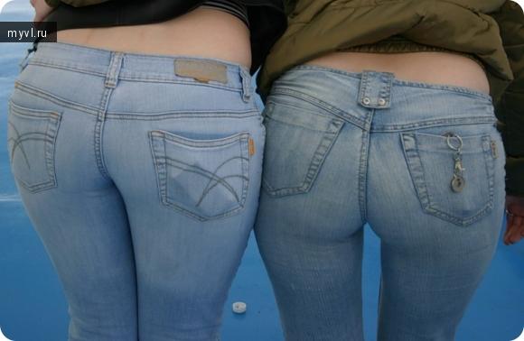 фото крупным планом попки в джинсах и мини