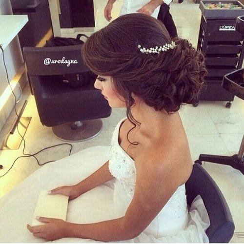 свадебные прически для брюнеток фото на средние волосы