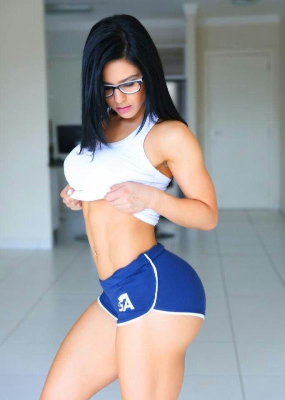 Sporty Latina slut Suzana Rio pulls down her tight jeans showing tanlined body  740618