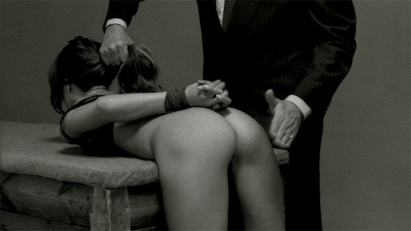 Наказал девушку порно