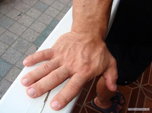 Самые большие руки у человека в мире