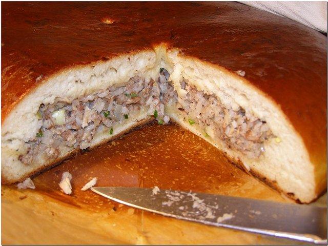 Рецепт пирога из дрожжевого теста с рыбными консервами рецепт с