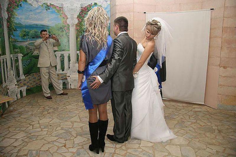 Жених показал себя на свадьбе