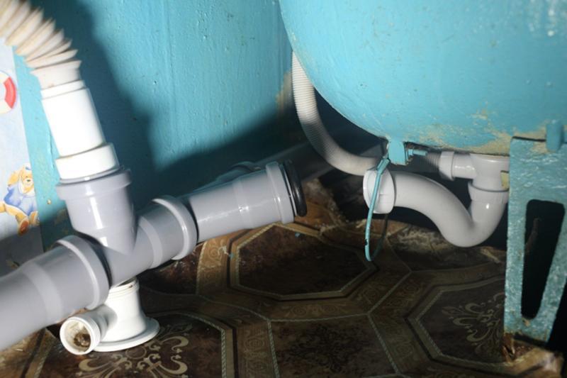 Как сделать слив в канализацию 915