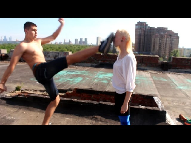 Сонник бьет девушка