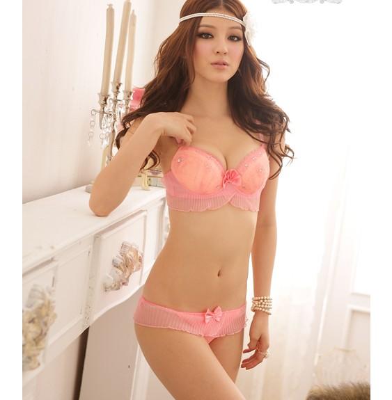 Розовое женское нижнее белье
