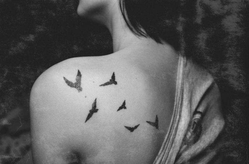 Фото черно-белые тату птицы