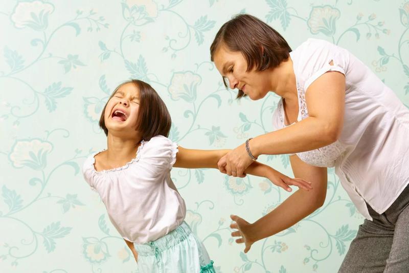 Почему ребенка нельзя бить по голове