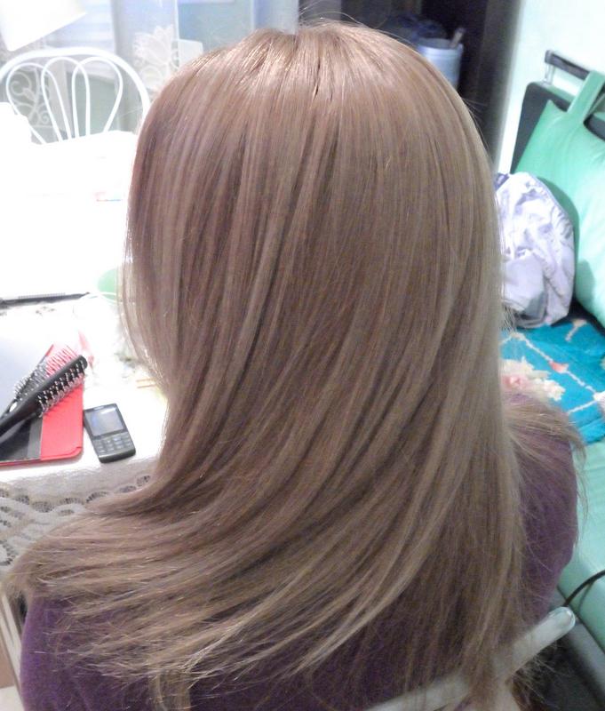 Бежевый перламутровый цвет волос