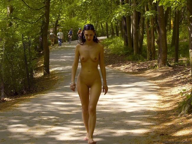 Голые Прогулки Бесплатно Онлайн