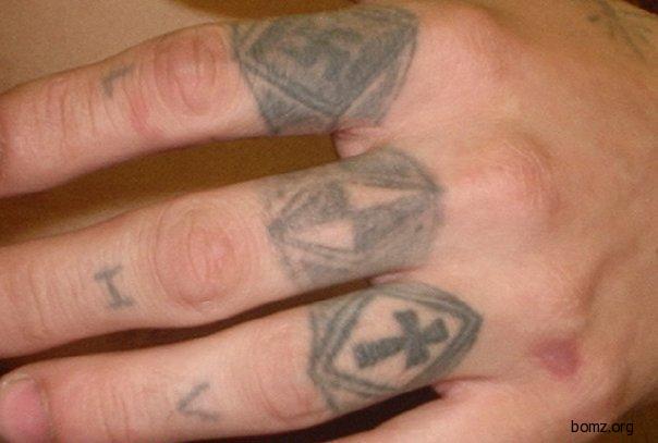 Татуировка перстень в виде ромба