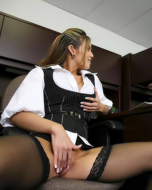 Видео секретарша дрочит на работе