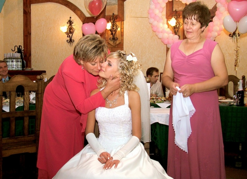 Что дарит на свадьбе свекровь невестке