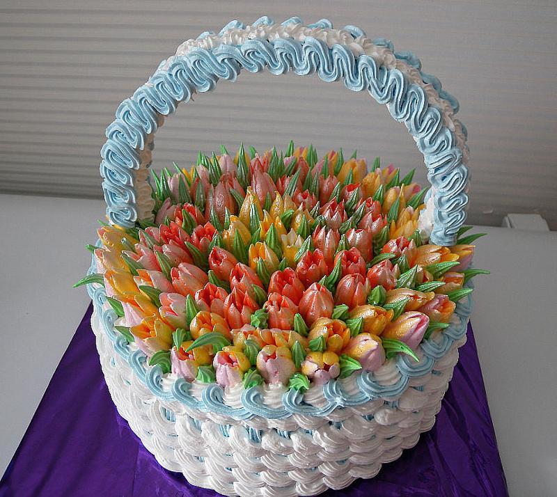 Торт корзинка с цветами с кремом