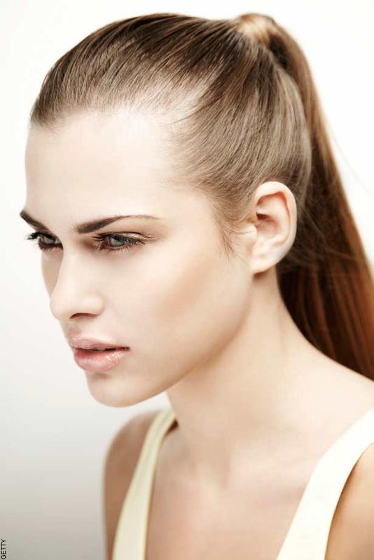 Женские стрижки при высоком лбе и залысинах 10
