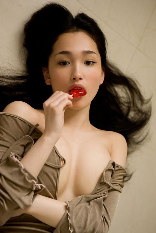 Порно пока сладко целуются японки отымела пацана