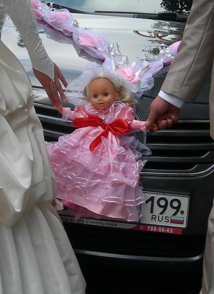Кукла невеста на машину
