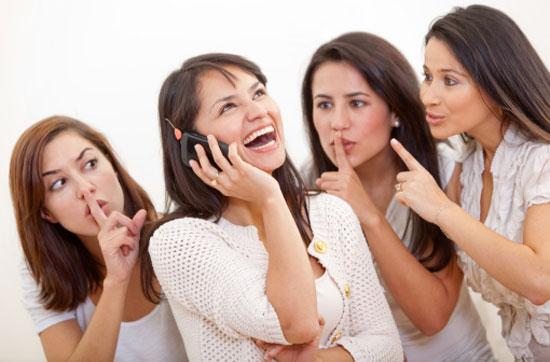golie-zhenshini-risunki-po-telefonnomu-razgovoru