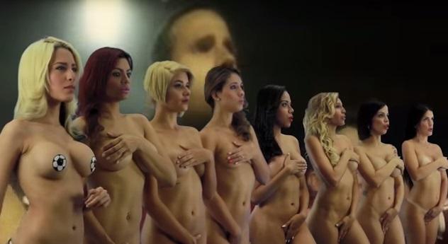 roliki-golie-zhenshini-vozraste-v-chulkah