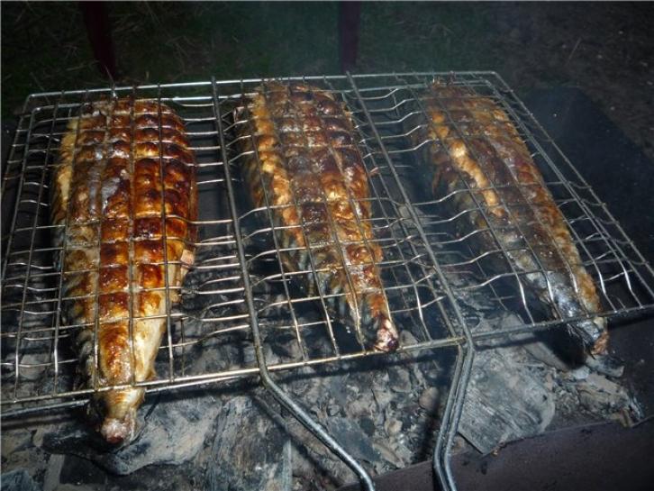 Рыба приготовленная на мангале