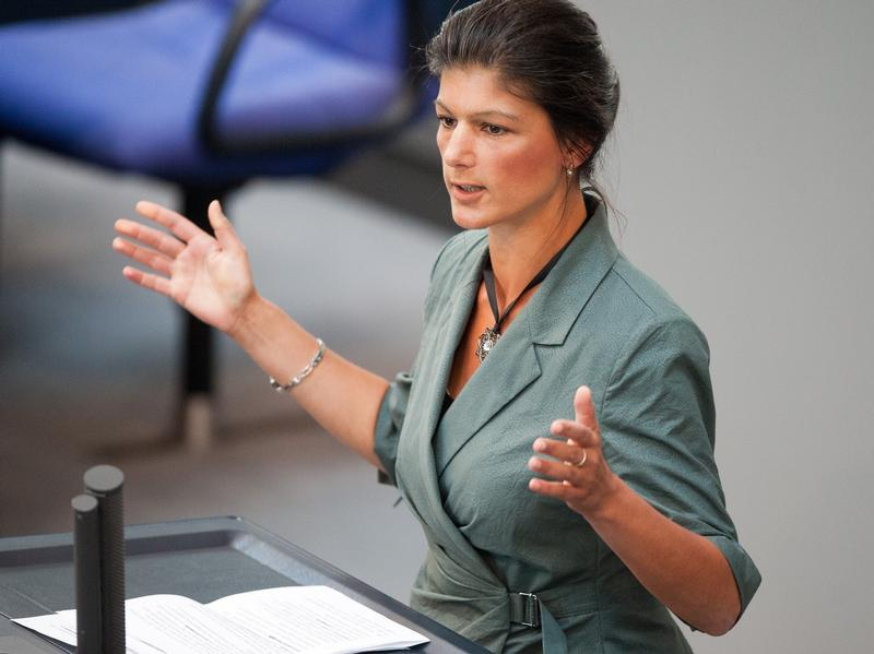 Another grand speech of the german leftist has blown up social networks: with characteristic irony sahra wagenknecht