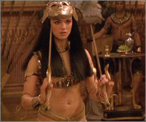 Почему в 3 части мумии играет другая актриса