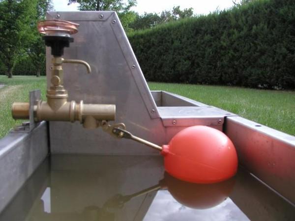 Поплавок для бака с водой