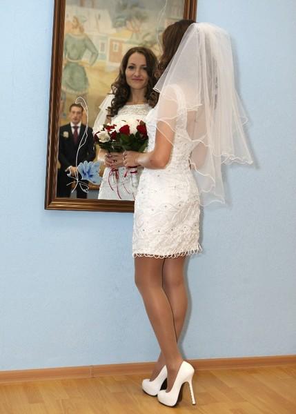 Фото невест в коротких свадебных платьях