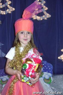 Шапочка к костюму конфетки своими руками