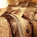 Жаккардовое постельное белье в наборе с покрывалом и декоративными.