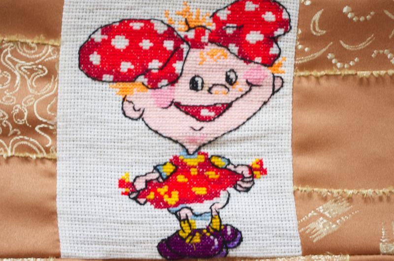 Вышивка крестом девочка с бантиками