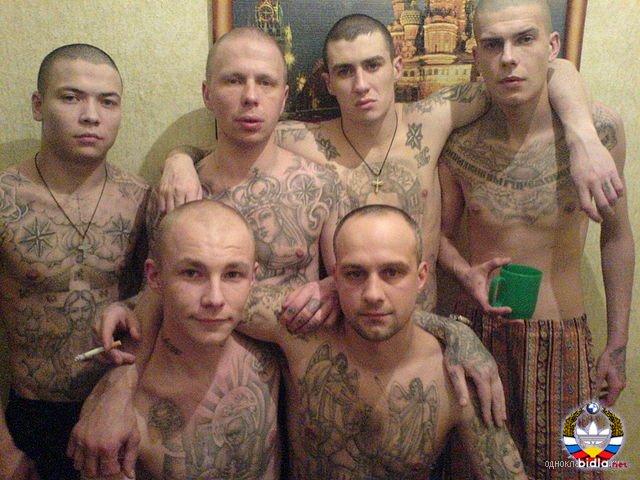 В тюрьме мужика