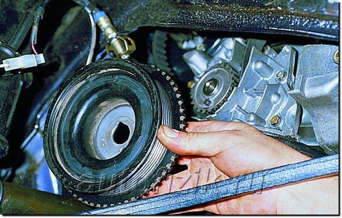 Фото №17 - как снять шкив коленвала ВАЗ 2110