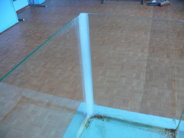 Ответы@Mail.Ru: можно ли сделать заплатку в аквариуме? выдержит ли 50 л? 4 мм стекло.